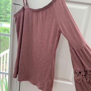 Half the shoulder long sleeve blouse